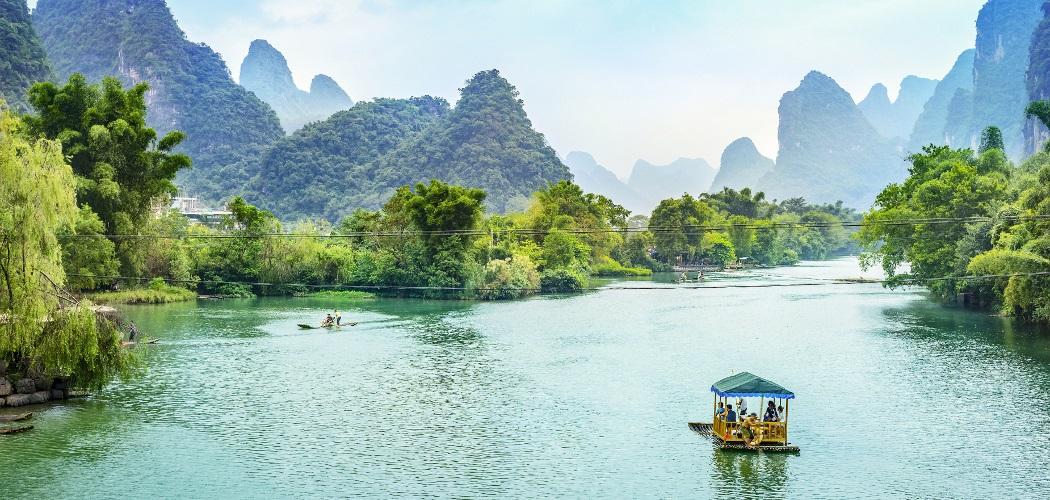 Cruise on the Guilin Li River in Yangshuo, Guangxi, China